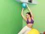 Aos 37 anos, Sabrina Korgut fala do abdômen sarado graças ao pilates