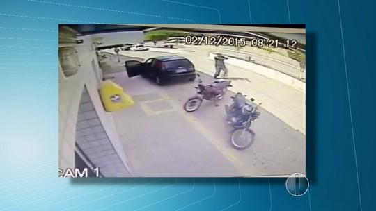 Vídeo mostra ação de criminosos durante roubo de carro da PM no RN