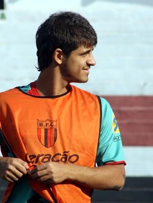 Júlio César, volante do Botafogo-SP (Foto: Cleber Akamine / globoesporte.com)