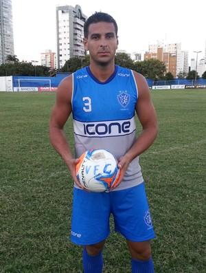 Estevão, zagueiro do Vitória-ES (Foto: Richard Pinheiro/GloboEsporte.com)
