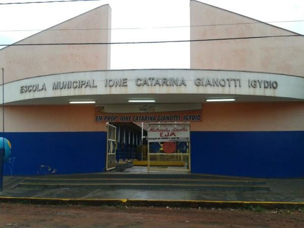 Agressores invadiram escola municipal e agrediram guarda em Campo Grande (Foto: Osvaldo Nóbrega/ TV Morena)