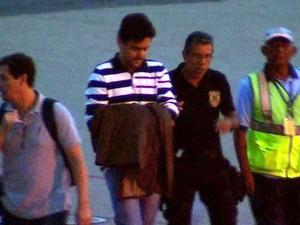 Éder Moraes desembarca em Cuiabá (Foto: Reprodução/TVCA)