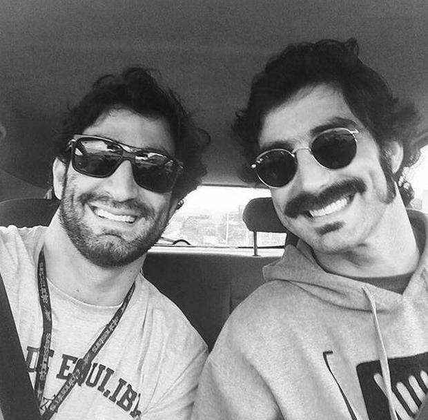 Rodrigo Mathias (esquerda) com o irmão gêmeo, Raphael (direta) (Foto: Reprodução /  Instagram)