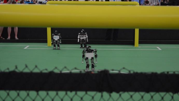 Robôs humanoide kid size na RoboCup, em João Pessoa (Foto: Cadu Vieira / GloboEsporte.com)