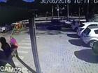Carro atinge dois veículos parados em clube de Brasília; veja imagens
