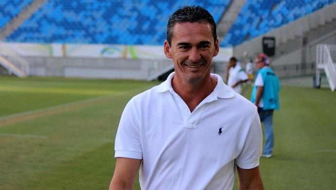 Baraúnas - Barata, técnico (Foto: Augusto Gomes/GloboEsporte.com)