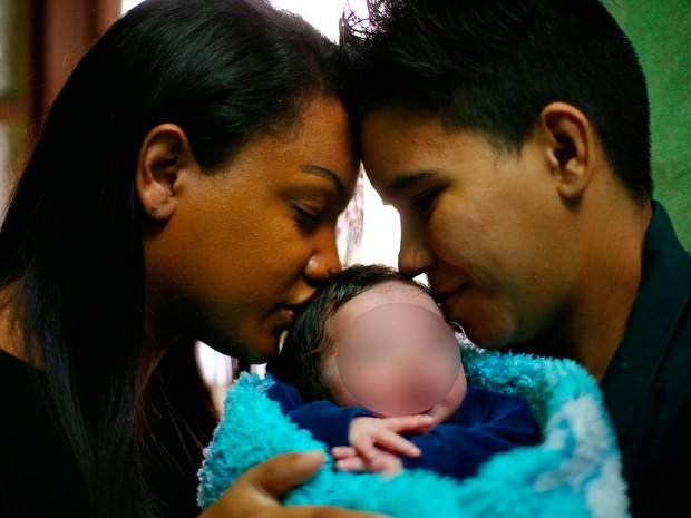 Casal transgênero Porto Alegre tem primeiro filho (Foto: Félix Zucco/Agência RBS)