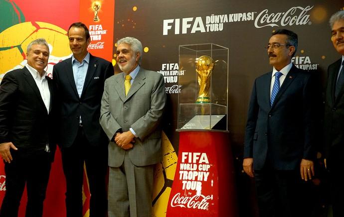 Koch e Fonseca tour da taça Copa do Mundo Tirquia (Foto: Joel Robinson)