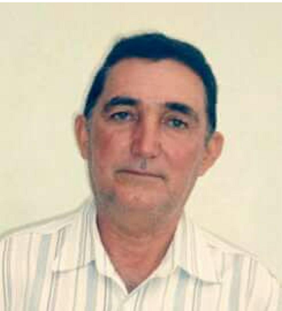 """Homem morre após ser atacado por aberlhas no Ceará. Zé de Juarez era locutor da Rádio Padre Pedro FM. Ele apresentava o programa """"A Hora da Saudade"""", das 6 às 8 horas aos sábados.  (Foto: Arquivo pessoal)"""
