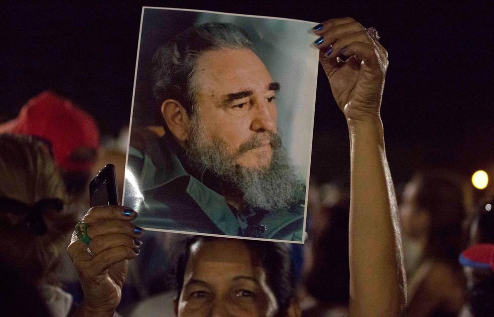 Após dois dias de homenagens póstumas, as cinzas de Fidel Castro vão finalmente deixar a capital cubana nesta quarta-feira (Foto: Desmond Boylan/AP)