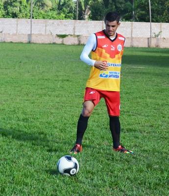 Volante Sandro não faz mais parte do elenco do São Raimundo (Foto: Dominique Cavaleiro/GloboEsporte.com)