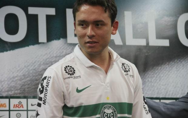 Keirrison apresentação Coritiba (Foto: Gabriel Hamilko / GloboEsporte.com)