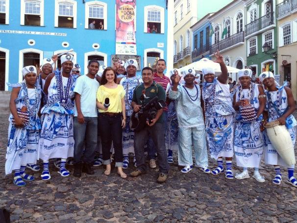 Equipe do Globo Universidade com integrantes do bloco Filhos de Gandhy no Pelourinho (Foto: Divulgação)