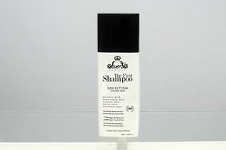 O shampoo que promete alisar os cabelos em 20 minutos (Foto: Celso Tavares/EGO)