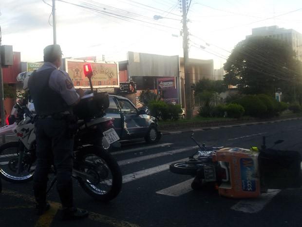 Colisão ocorreu em um cruzamento entre a Avenida Coronel José Soares Marcondes e Rua Rui Barbosa (Foto: Pedro Mathias/G1)
