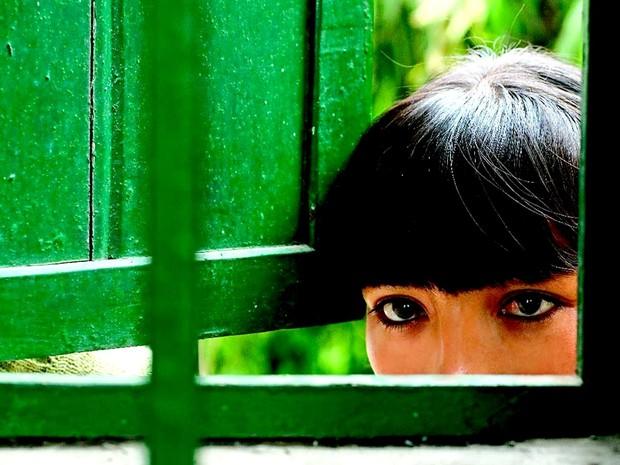 A atriz Magaly Solier, que vive Fausta, personagem principal do filme La teta asustada, atração desta terça (16) do Cinefórum, do Instituto Cervantes de Brasília (Foto: Instituto Cervantes/Divulgação)