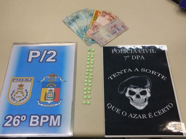Segundo a Polícia, cada pílula da droga era  vendida a R$ 15 (Foto: Divulgação / Polícia Civil)