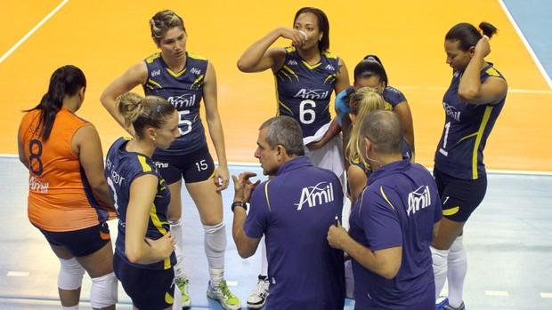 Time feminino de vôlei do Campinas (Foto: Felipe Christ / Amil)