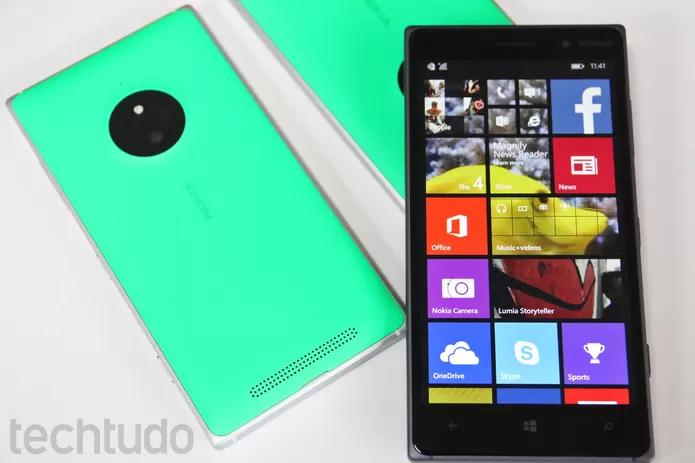 Lumia 830 tem visual bonito com cores vibrantes, mas hardware é fraco (Foto: Fabrício Vitorino/TechTudo)