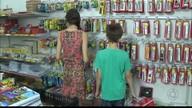 Pais buscam alternativas para economizar na compra do material escolar