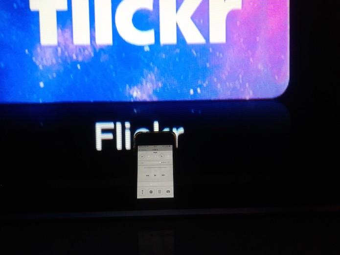 Apple TV reproduzindo um vídeo da biblioteca de mídia do iOS (Foto: Reprodução/Marvin Costa)