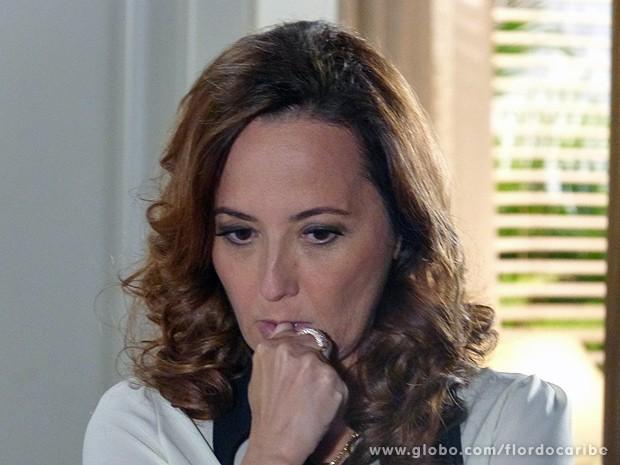 Guiomar fica assustada (Foto: Flor do Caribe / TV Globo)