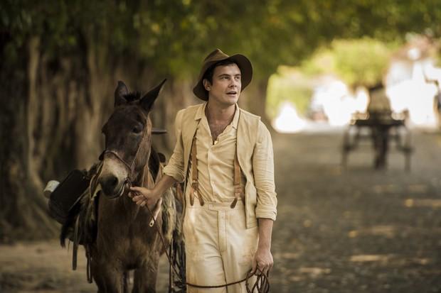 Sérgio Guizé como Candinho, o protagonista da novela Êta Mundo Bom (Foto: Globo / João Cotta)