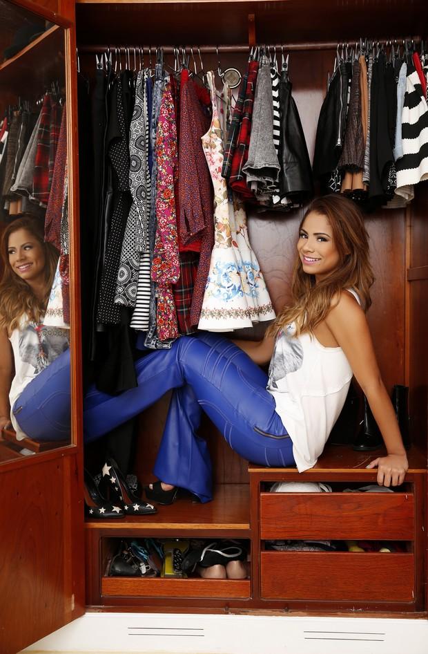 Lexa mostra seu guarda-roupa para o EGO (Foto: Marcos Serra Lima/EGO)