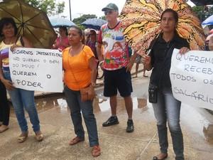 Servidores realizaram uma manifestação na manhã desta segunda-feira (24) para cobrar respostas (Foto: Sintepp-subsede Curuá/Divulgação)
