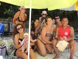 Família do Rio Grande do Sul visita o local (Foto: Gessica Valentini/RBS TV)