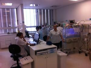 UTI neonatal onde os quíntuplos estão (Foto: Letícia Macedo/ G1)