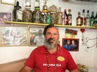 Homem vende cachaça à base de cobra, escorpião e aranha na Bahia