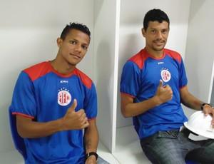 Pardal e Edson Rocha no vestiário da Arena das Dunas (Foto: Divulgação/América-RN)