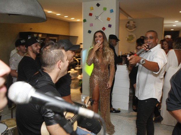 Nicole Bahls comemora aniversário na Zona Oeste do Rio (Foto: Anderson Barros/ EGO)