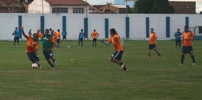 Confiança, treino, Sabino Ribeiro (Foto: João Áquila / GloboEsporte.com)