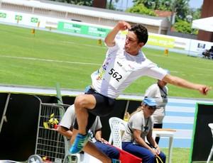 João Vitor bateu o recorde estadual em competição dos Jogos Escolares (Foto: Divulgação/SEDUC)