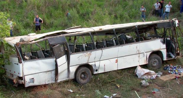 Acidente com ônibus deixa 7 mortos e cerca de 30 feridos. (Foto: Reprodução EPTV / Tarciso Silva)