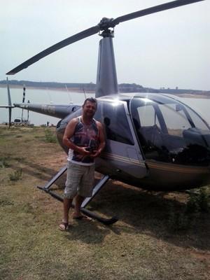 Empresário registrou foto com helicóptero momentos antes da aeronave cair em Furnas (Foto: Reprodução EPTV)