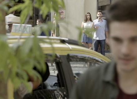 Yasmin vê Zac com Manu e morre de ciúmes