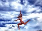 Ex-BBB Aline Dahlen mostra seu álbum de fotos das férias em Ibiza