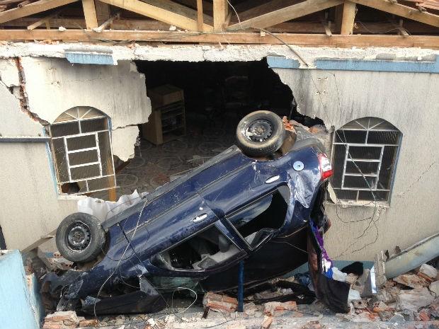 Acidente foi na tarde sexta-feira (5) na Vila Rio Branco, em Ponta Grossa (Foto: Luciana Almeida/RPC TV)