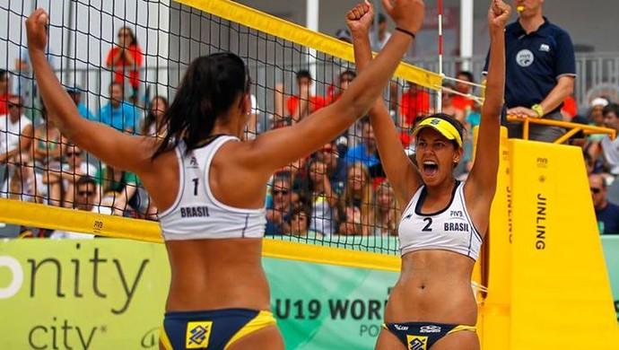 Duda e Tainá são campeãs mundiais sub-19 (Foto: CBV/Divulgação)