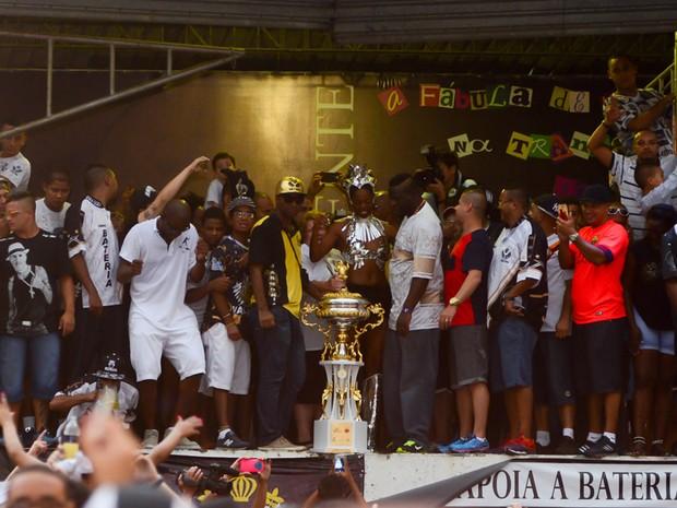 nova Vai-Vai troféu (Foto: Flavio Moraes/G1)
