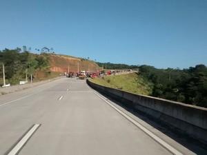 Apesar do engavetamento, trânsito flui por vias alternativas, segundo PRF (Foto: Ascom/PRF)