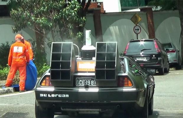 Colecionador anda com o DeLorean customizado pelas ruas do Alto da Lapa, Zona Oeste de São Paulo (Foto: Glauco Araújo/G1)