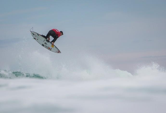 Seria o aéreo de Gabriel Medina em Hossegor o melhor já feito em competições? (Foto: Divulgação / WSL)