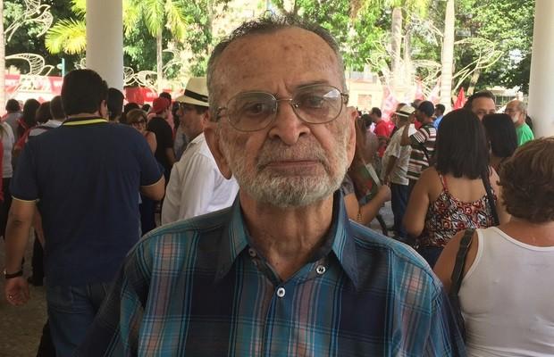 O advogado Pinheiro Salles, militante da época da ditadura militar, esteve no protesto (Foto: Murillo Velasco/G1)