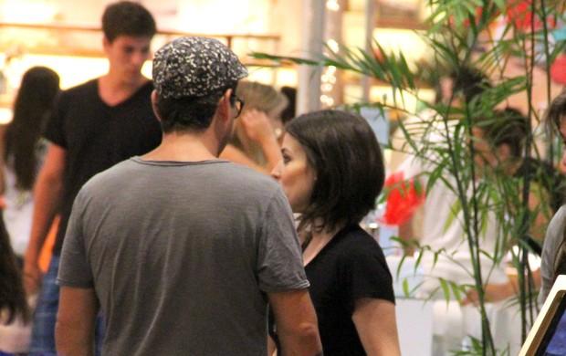 Alexandre Nero e a namorada em shopping do Rio (Foto: Marcus Pavão / AgNews)