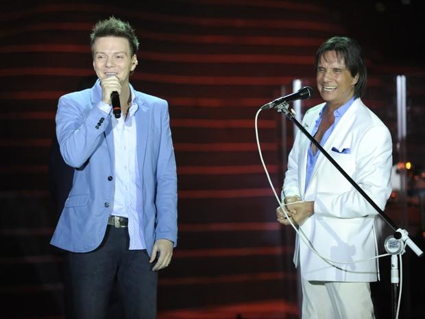 Michel Teló cantou 'Meu querido, meu velho, meu amigo', de Roberto Carlos, em homenagem ao pai, além do megahit 'Ai se eu te pego' (Foto: Estevam Avellar/Rede Globo)