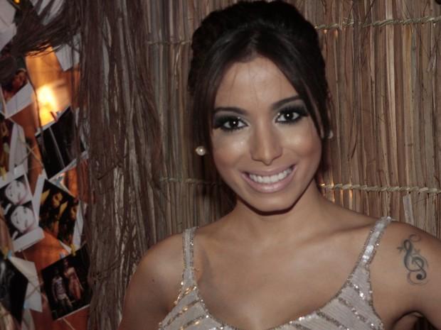 Anitta no lançamento do clipe 'Zen' em um quiosque na Zona Sul do Rio (Foto: Isac Luz/ EGO)